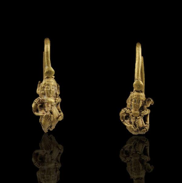 Greek earrings with Eros
