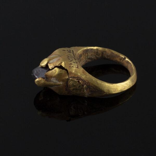 Late Roman / Byzantine ring with carnelian stone