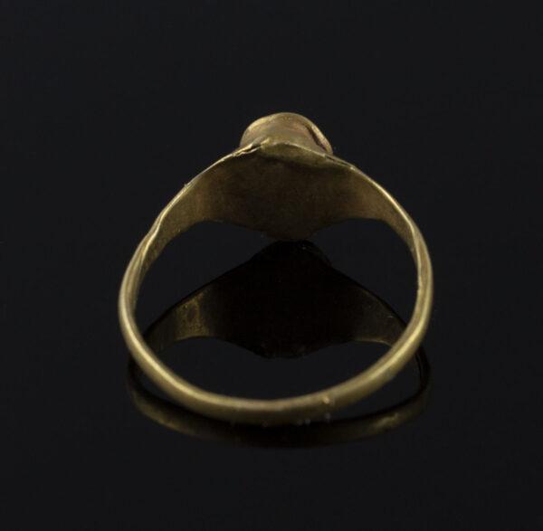 Roman ring with carnelian stone