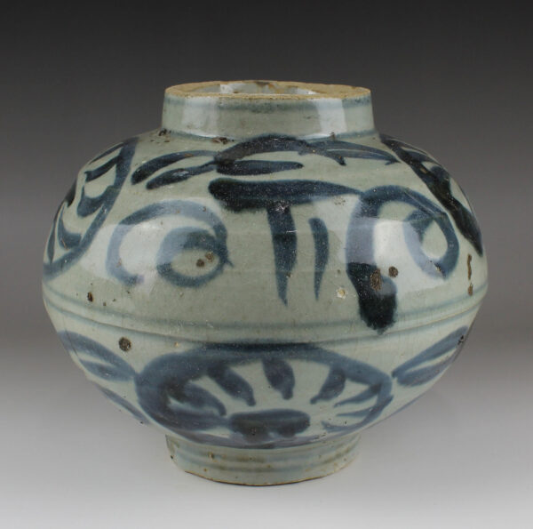 Chinese jar with floral motif